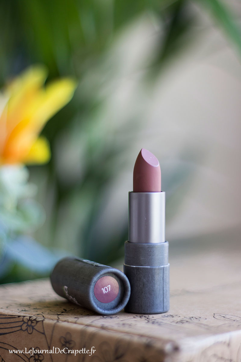 rouge a levres boho green makeup