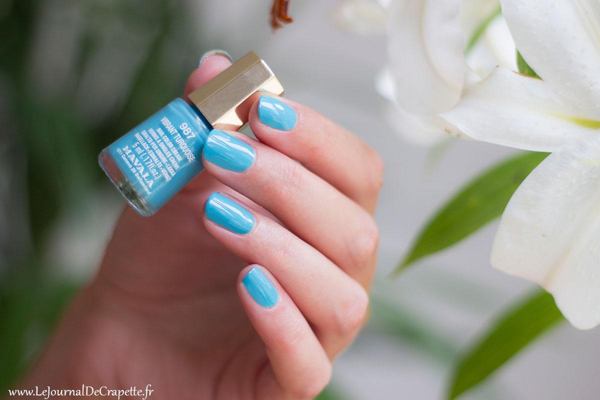 Vibrant turquoise swatch mavala